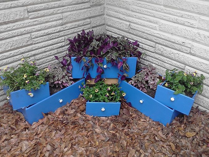 Creating a tiered flower bed made with re purposed drawers for Creating a flower bed