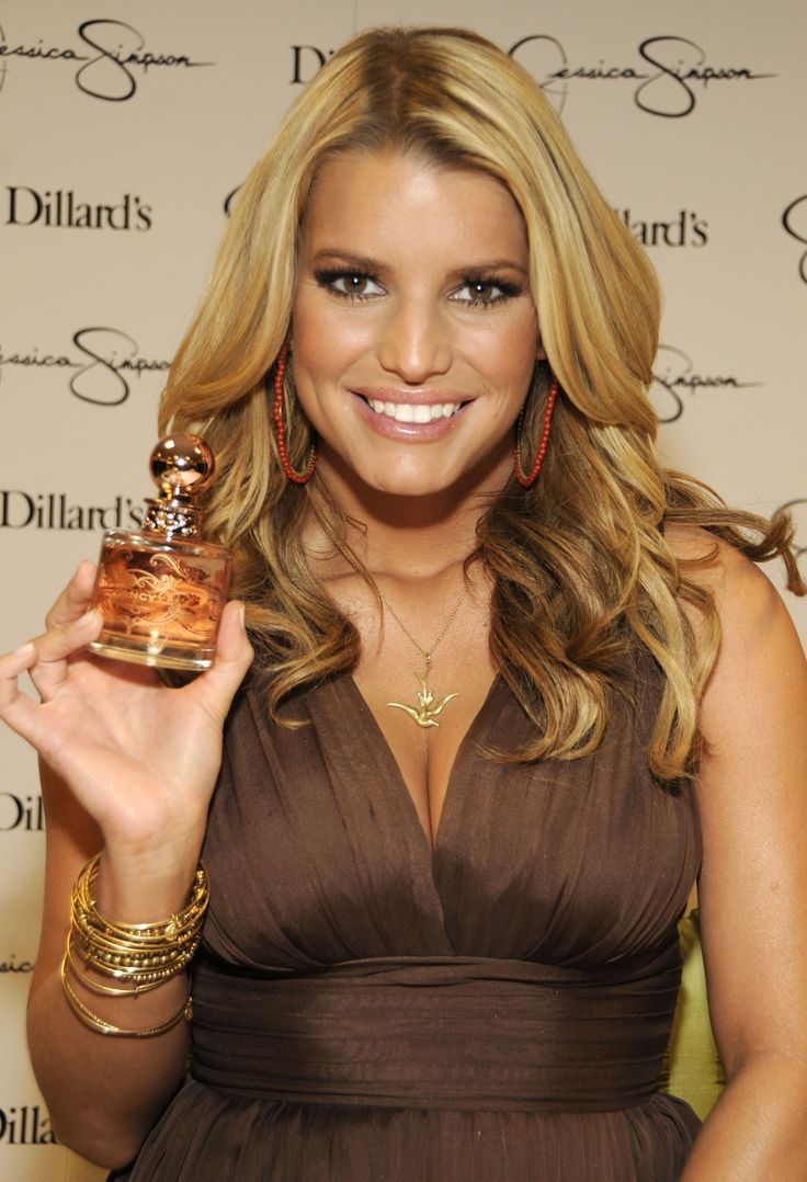 Jessica Simpson kept Daisy close as she launched her new perfume, Fancy, in Dallas on Saturday. The day before, Tony Romo and his broken pinky came out to see his girlfriend perform at the State Fair of Texas, and in return she gave constant shout-outs to him.