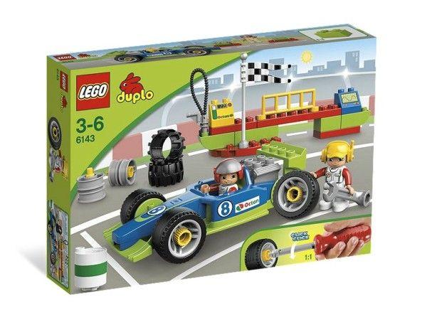 ECHIPA DE CURSE (6143) Impreuna cu echipa LEGO DUPLO, tureaza motorul! Ai la dispozitie o masina de curse, 2 figurine DUPLO si tot ce ai nevoie pentru a face reparatiile la boxe !