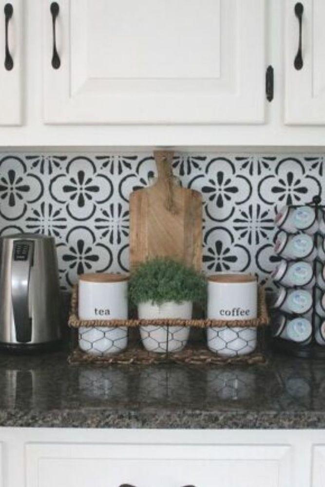 Kitchen Backsplash With White Cabinets In 2020 Inexpensive Backsplash Ideas Backsplash For White Cabinets Easy Backsplash