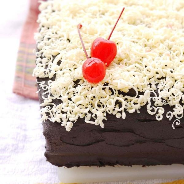 Sheet Cake & Sour Cream Chocolate Frosting | Chocolate Sheet Cakes ...