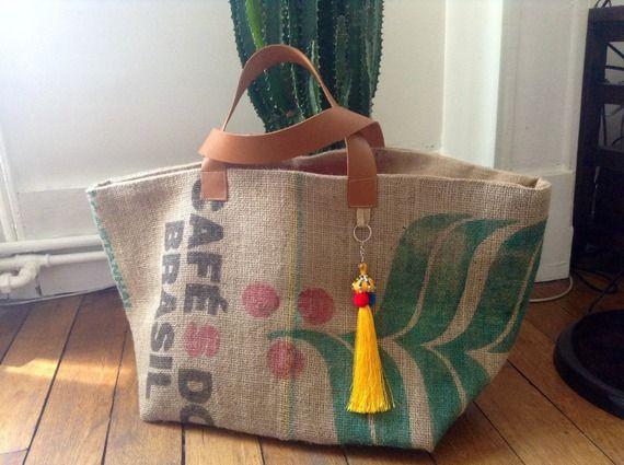 Grand cabas réalisé avec un sac à café provenance du Brésil,doublé en toile de jute épaisse naturelle