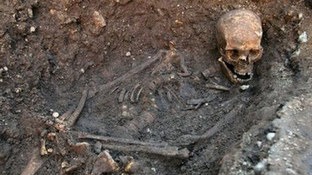 "BBC News - Richard III dig: DNA confirms bones are king's ""A skeleton found beneath a Leicester car park has been confirmed as that of English king Richard III."""