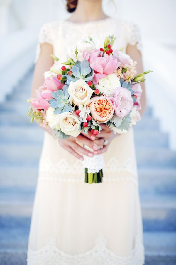 roses and succulent bouquet | Photo: Gideon Photography