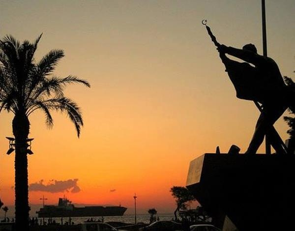 Hasan Tahsin Anıtı (İlk Kurşun Anıtı)  Konak - İZMİR