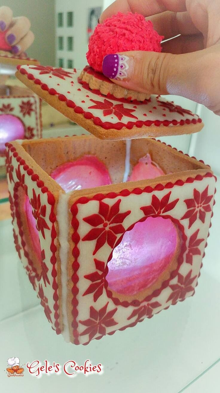 Caja con luz, de galleta , royal icing (glasa) e isomalt