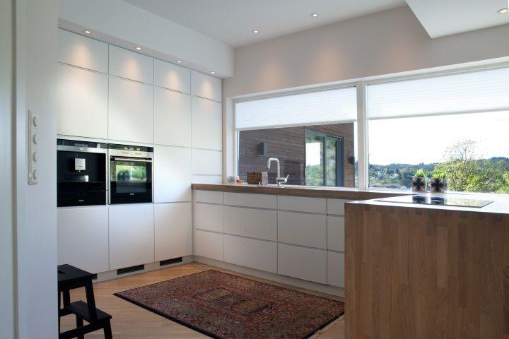 planløsning. Med sittekrok under motsatt vindu. Løs kjøkkenøy? #urbanhus#kjøkken#HTH