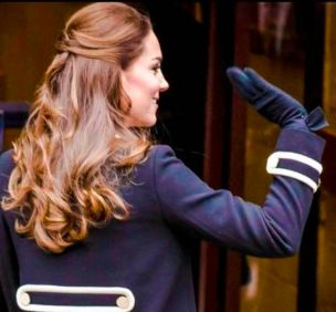 The Duchess of Cambridge wears Cornelia James 'Imogen Glove' in petrol blue on her visit to NYC in 2014.  To purchase the 'Imogen Glove' click here!    http://www.corneliajames.com/Day-Gloves-by-Cornelia-James/Imogen-Pure-Wool-Glove-Black