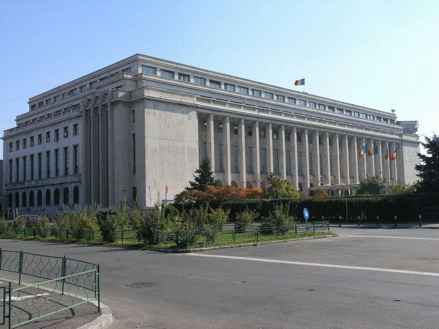 Primul-ministru Victor Ponta se întâlneşte maine cu reprezentanţii Asociaţiei Municipiilor din România, la ora 11,00, la Palatul Victoria.  Şedinţa săptămânală de guvern va fi la ora 12,00