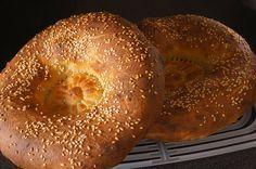 УЗБЕКСКИЕ ЛЕПЕШКИ. Существует множество рецептов приготовления лепешек. Домашние лепешки выпекаются ароматными, хрустящими и получаются необычайно вкусными, их не сравнить с магазинным хлебом. Сам рецепт приготовлени…