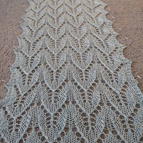 30-12-2015  I cast on 47 stitches instead of 46, so I had the extra edge stitch on both sides, didn't make a significant difference in the appearance, but I liked it. Only a knitter would rea...
