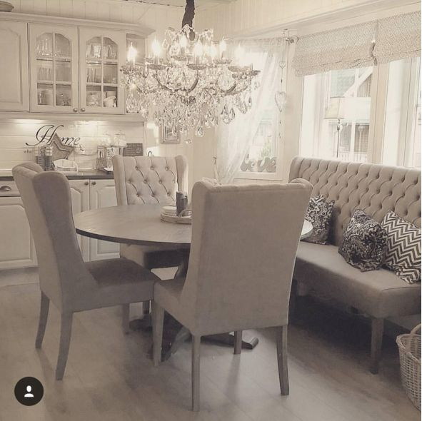 Love this dining table with a tufted bench and chandelier | @kat_jas
