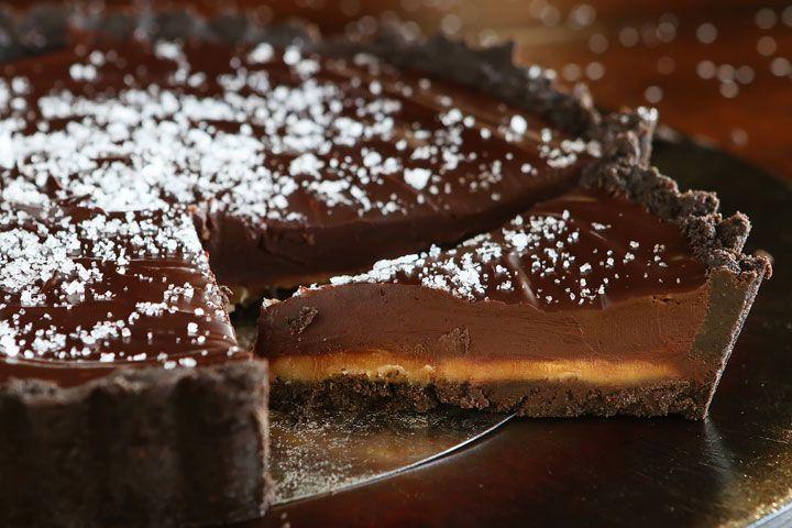 Τάρτα καραμέλας, σοκολάτας με βάση oreo με 5 υλικά χωρίς ψήσιμο