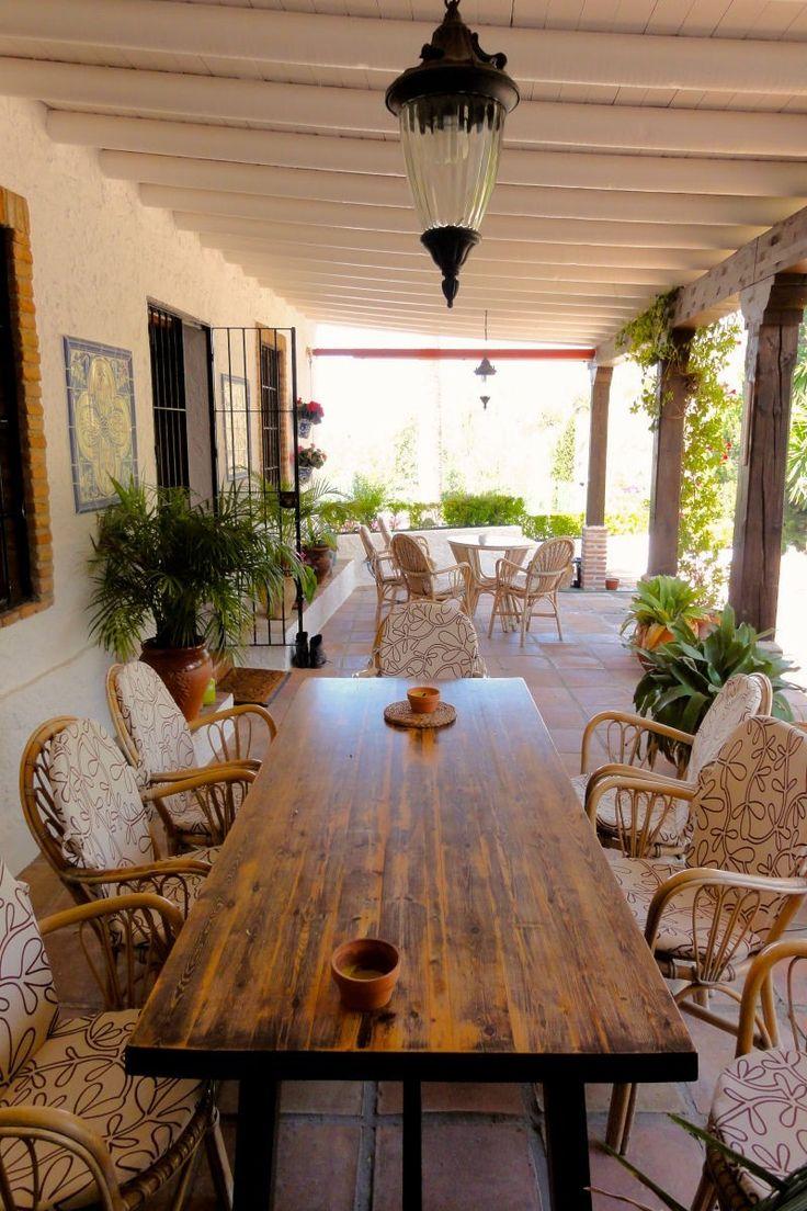 Denne eiendommen ligger i den lille, sjarmerende landsbyen Maro rett på utsiden av byen Nerja. Kun 50 kilometer øst for flyplassen i Malaga. Eiendommen er sørvest-vendt, med sol hele dagen.