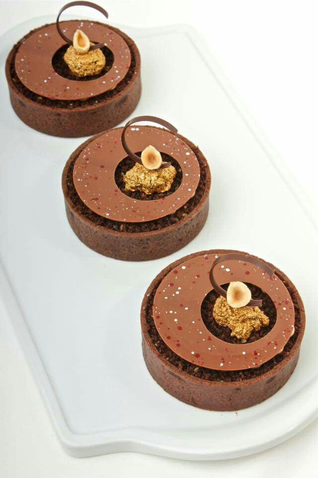 Robin Hoedjes Pastry Chef gold cake pieces