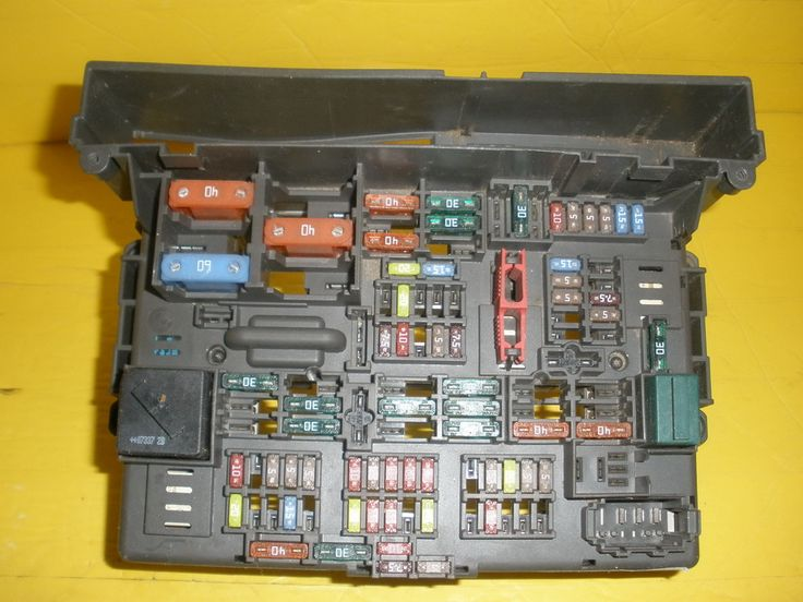 This Fuse Box is for 2007 ~ 2012 BMW 325i, BMW 325ci, BMW 325XI.Please compare the part number(s):  9119444, 9 119 444 make sure to check with your local dealer before purchasing it.Note:please match you product with the picture