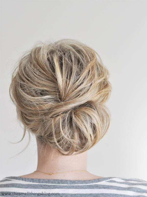 low chignon hair tutorial.
