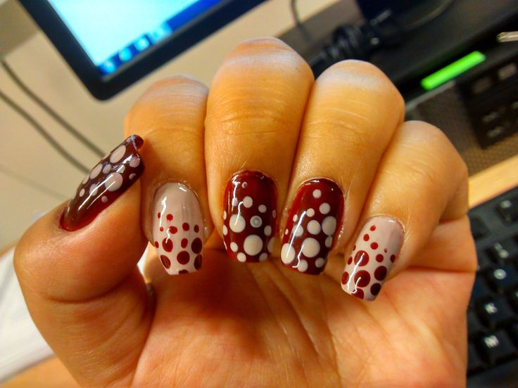 Nude and wine dots