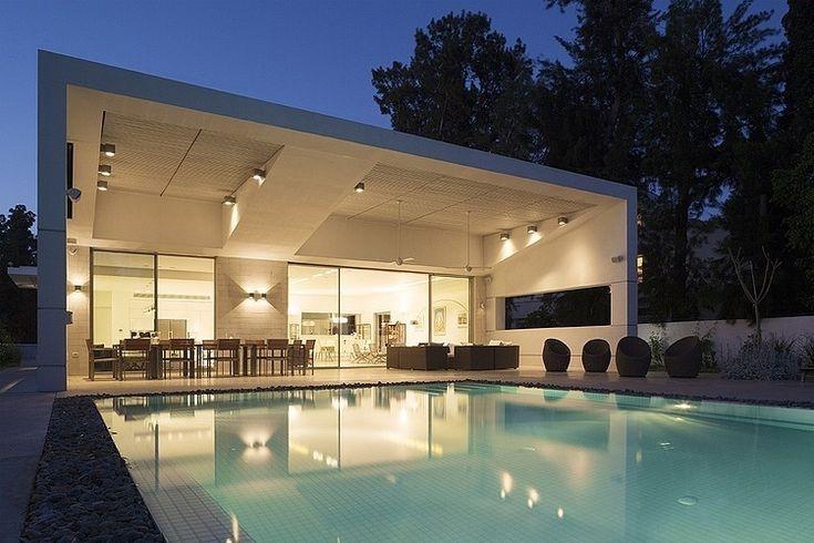 Modern Residence by Tsionov Vitkon Architechts