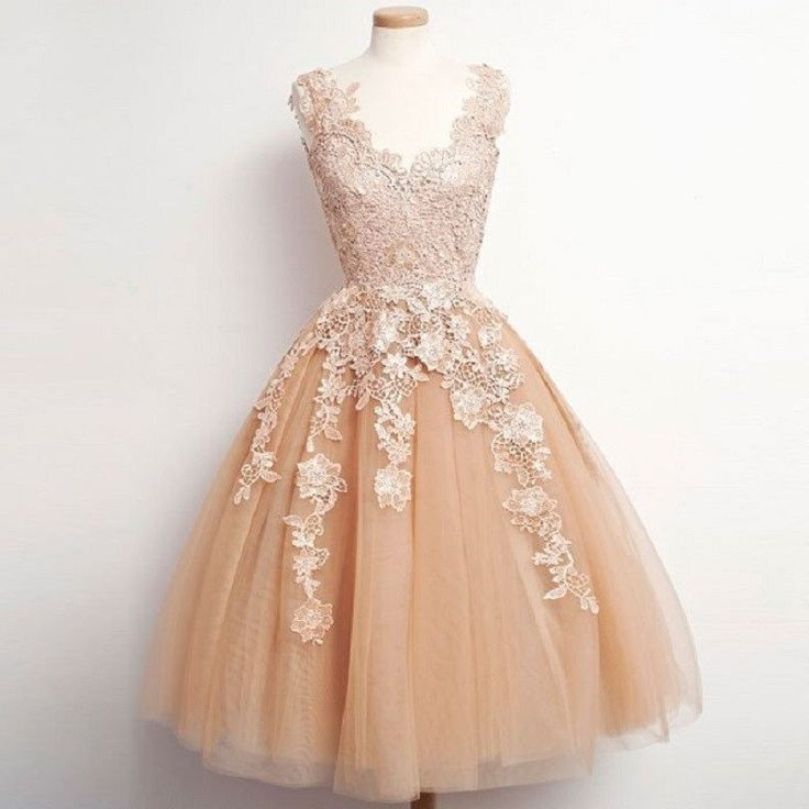 Vintage V-neck Tulle and Lace Appliqued Homecoming Dresses