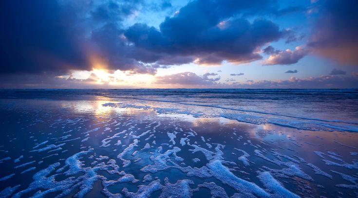 … есть три сорта людей: те, кто живёт у моря; те, кого тянет в море; и те, кто из моря возвращается.