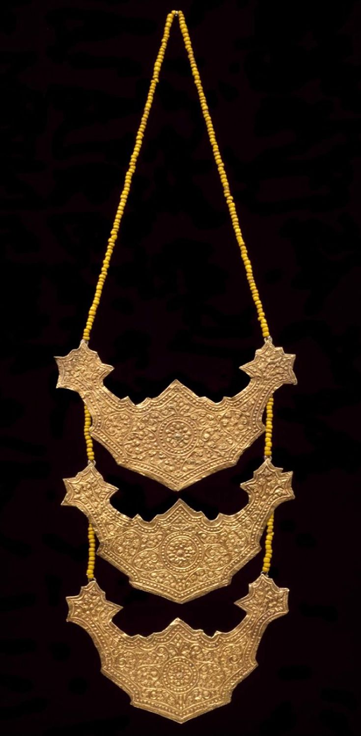 Indonesia ~ Lampung | Necklace; gold and glass beads | Early 20th century   |||  {GPA}