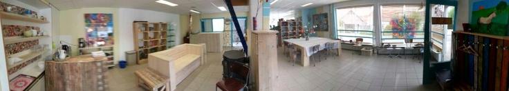 Onze werkruimte, de Creaspot! Panoramafoto, wat zorgt voor het gekke beeld.