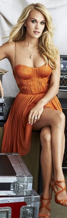 Who made  Carrie Underwood's orange pleated dress?