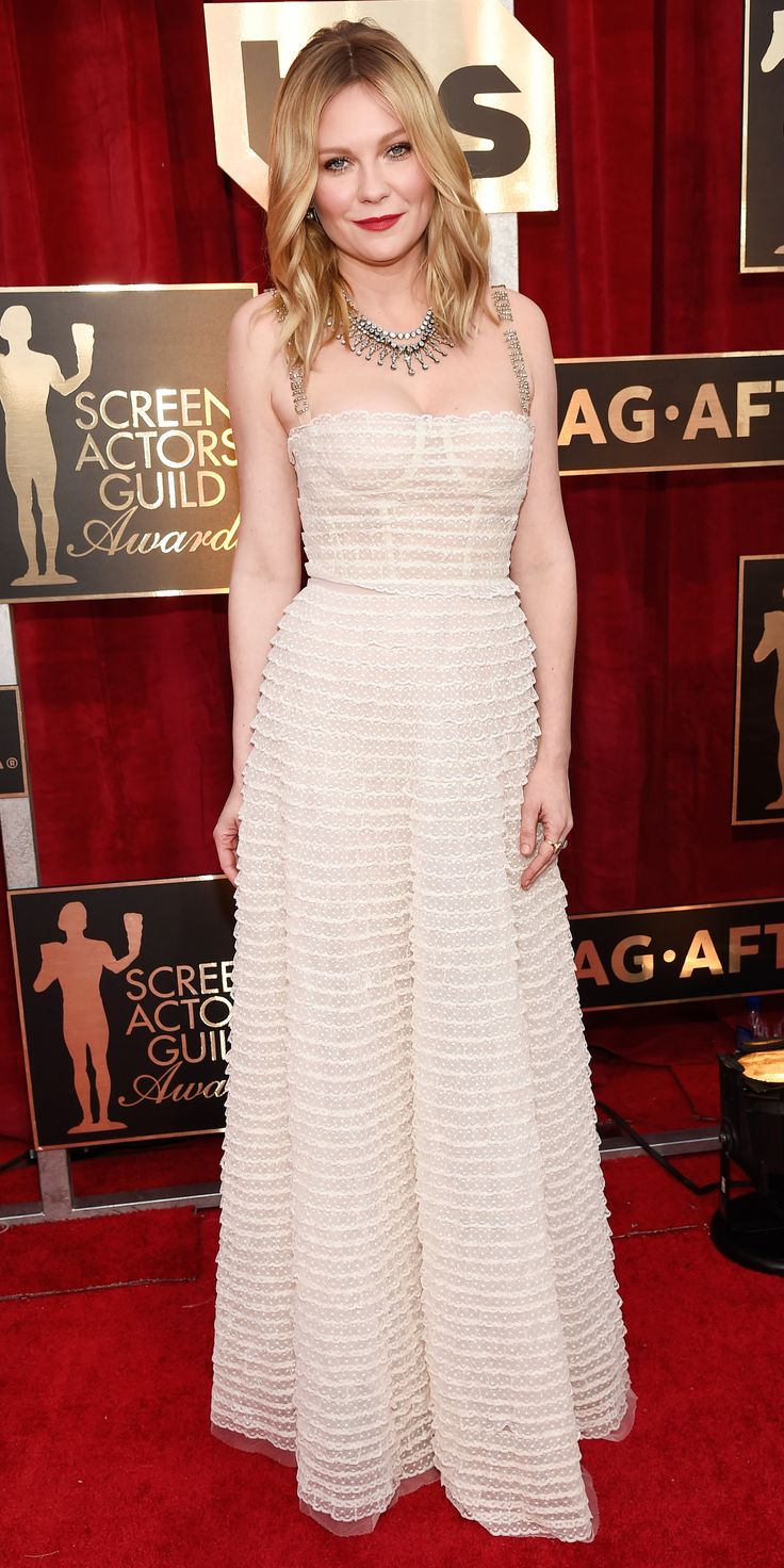See All the Celebrity Looks from the 2017 SAG Awards Red Carpet - Kirsten Dunst in Christian Dior with Fred Leighton jewelry