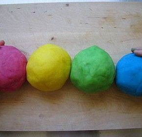 Silky Playdough recipe that the kids will adore. Creative play! Recipe at fresh.co.nz