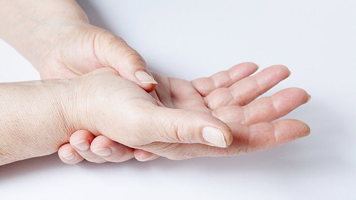 The signs and symptoms of early arthritis are critical to better health and mobility later in life.