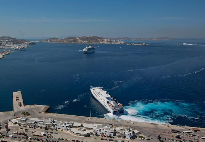 SeaJets Amends Ferry Itineraries After Vessel Hits Pier at Sifnos Port.