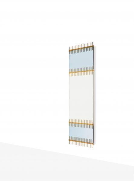 """ETTORE SOTTSASS JR (1917-2007) Rare miroir Verre, laiton 60 x 195 cm. Sticker de[...], mis en vente lors de la vente """"Design"""" à Leclere - Maison de Ventes   Auction.fr"""
