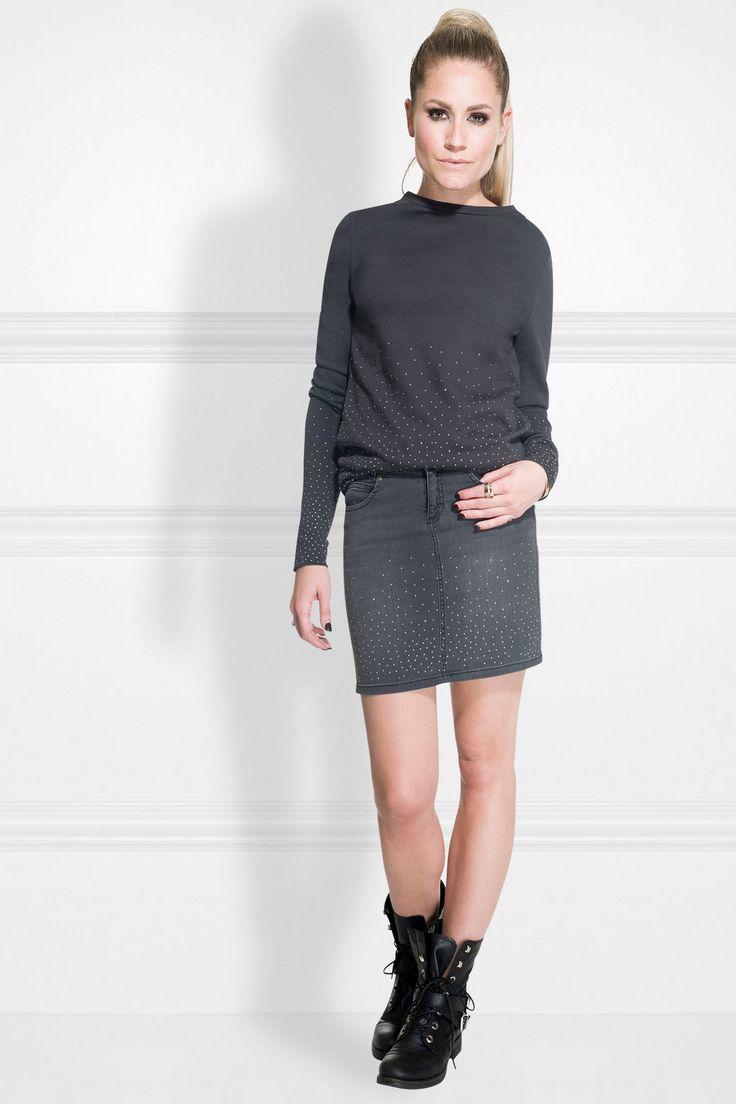 #Nikkie @nikkieplesseno  sweater met strass-steentjes #Trends #F16W17 #black #trendcolors #party #feest #bruiloft #verjaardag #feestdagen #kerst #oudopnieuw #NewYearsEve #Xmass #glitter #glamour