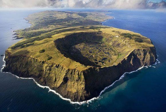 Vulcanul Rano Kau in Rapa Nui National Park, Insula Pastelui, Chile