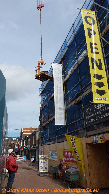 Renovatie gevels winkelpanden Keizerstraat in Den Helder vandaag!     www.facebook.com/bouwbedrijfweblog