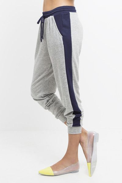 Whether running laps or running around town, these contrast jogger pants will keep you looking chic and sporty all day long. A functional drawstring at the waist and sleek angled pockets give these jo