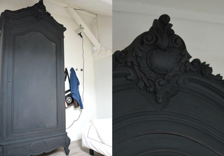 relooker une armoire ancienne pour une chambre d'ados afin de lui donner de la modernité pour être en harmonie avec le style industriel de la chambre.
