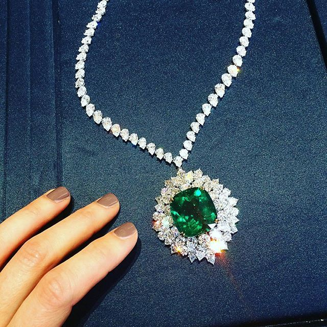 Harry Winston. Celebrating the re-opening of the newly refurbished @harrywinston boutique on bondstreet with 57.33 carats of Colombian emerald. #harrywinston #emerald #colombianemerald