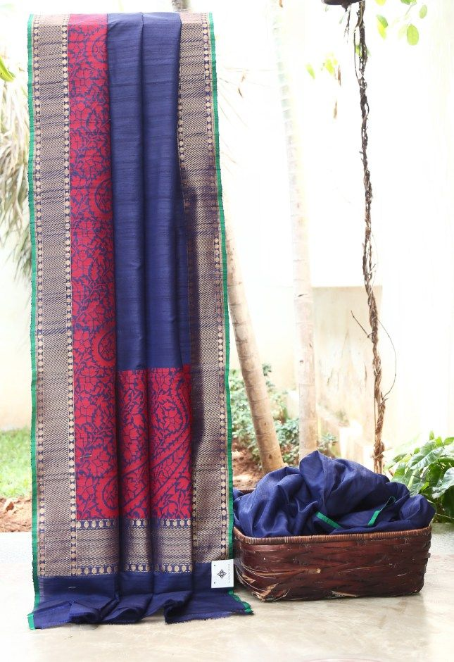 SPECTACULAR NAVY BLUE TUSSAR HAS COMPLIMENTING RED AND GOLD BORDER AND PALLU GIVING THE SAREE RAVISHED FINISH.