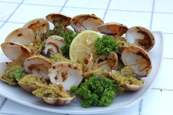 Les palourdes sont des fruits de mer qui peuvent se préparer de différentes façons. Si vous voulez savoir comment cuisiner très facilement de délicieuses palourdes à la vapeur, en les faisant frire, au grill ou bien au four, lisez cet artic...