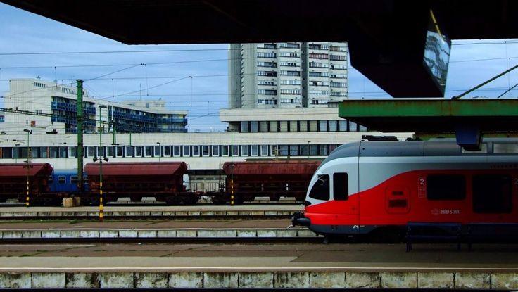 FRISS,FRISS,FRISS -  Bombariadó az összes nemzetközi vonaton, mindegyik áll Magyarországon http://ahiramiszamit.blogspot.ro/2017/07/frissfrissfriss-bombariado-az-osszes.html