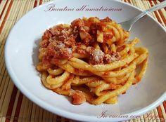 I bucatini all'amatriciana sono un classico della cucina italiana, originario di Amatrice, ha come ingredienti principali guanciale, pecorino e pomodori...