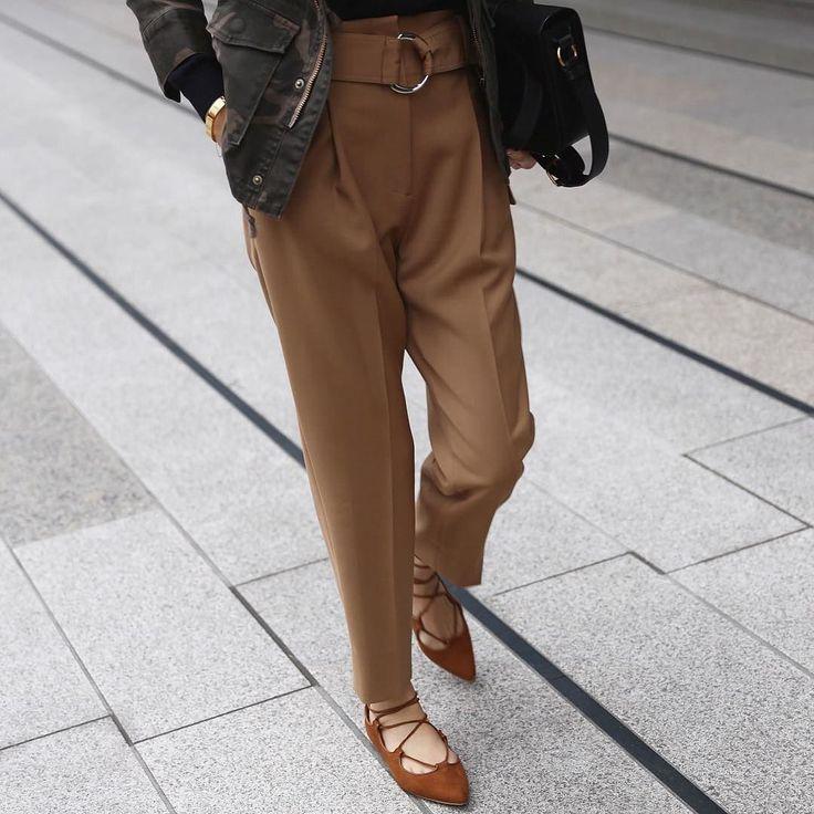 #outfit #GAP レースアップシューズだとミリタリーも女性らしく仕上げてくれます 他ネイビー黒もありましたよ by yoshikotomioka