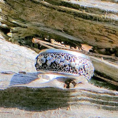 Handgemaakte zilveren (925 zilver) ring uit Bali. Fair trade! http://www.corazonfairtrade.nl/productgroepen/zilveren-sieraden/