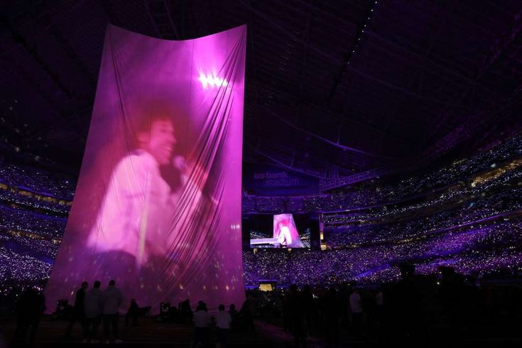 Why Prince fans are bashing Justin Timberlake's Super Bowl halftime performance - February 5, 2018.  If you thought social media was going to give Justin Timberlake a pass, you were wrong.   Timberlake's Super Bowl halftime performance drew mixed reaction across the Twitterverse, but there's no denying that Prince fans weren't too happy with JT's tribute to the iconic Minneapolis musician, who died in 2016.