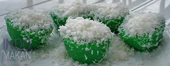 Kue Abu Pandan - Steamed sweet pandan cakes with coconut