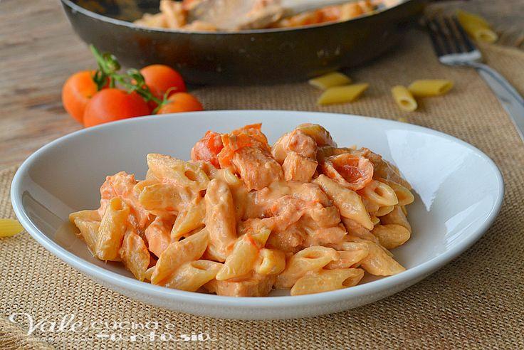 Pasta con salmone e pomodorini