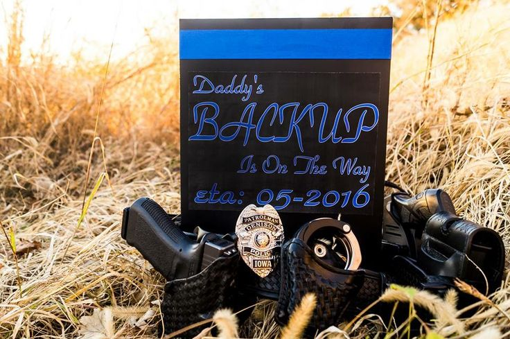 If we ever have another baby... Eeekk so cute!!  Law Enforcement baby announcement : Photography by Stephanie Smith --- http://tipsalud.com -----