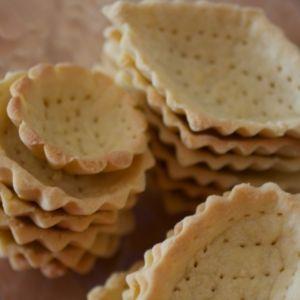 Las tartaletas se pueden rellenar con crema de frutas, frutas frescas y crema batida, otros dulces o salados. Sólo tiene que utilizar tu imaginación.